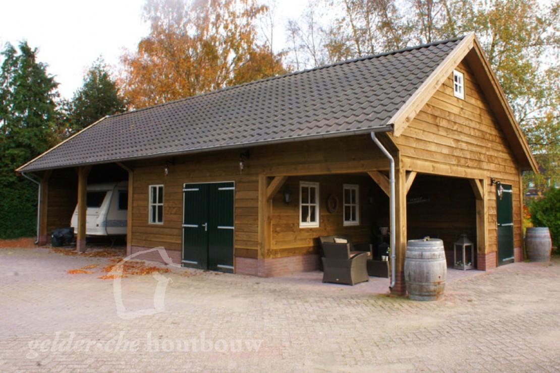 Veranda Met Schuur : Houten caravanstalling met schuur u houten schuur met overkapping