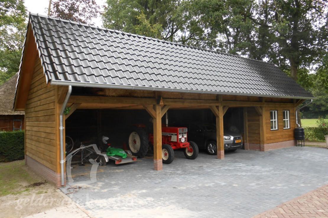 Overkapping Voor Auto : Douglashouten tractorstalling met schuur u2022 houten schuur met overkapping